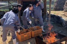 神山分校生活科3年生が、すだちの木灰で「こんにゃく」を作りました!