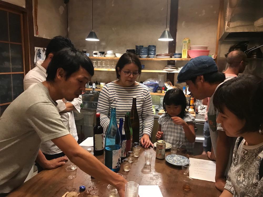 今年の日本酒づくり「神山の味2018」味決めの様子。