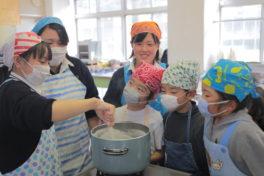 神山校の生活科3年生の6名が<br/>「ジュニア豆腐マイスター」になりました。