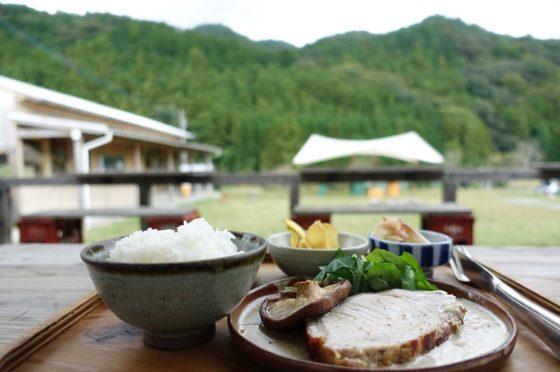 エタノホの新米と神山の野菜プレート